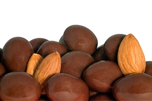 04-chocolate-almonds-valentines-candy-512x342